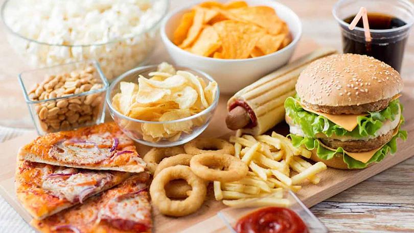 Σκεφτείτε σοβαρά πριν τα ξαναβάλετε στο στόμα σας: τα 10 πιο καρκινογόνα τρόφιμα